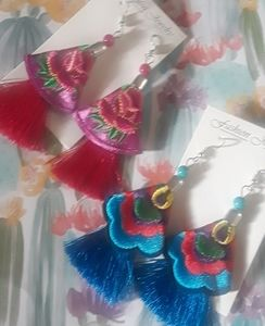 2 pairs of earrings flower embroidered